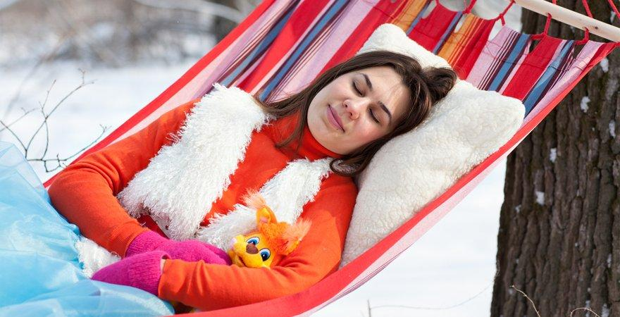 sleeping in a hammock winter